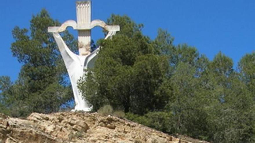 Ofensiva de Vox para evitar más derribos de cruces franquistas