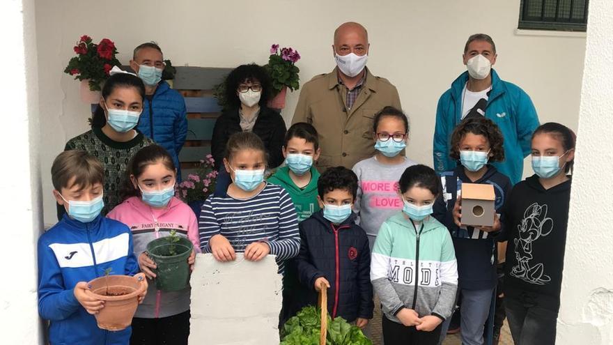 La Diputación respalda los proyectos medioambientales de los colegios de Rute