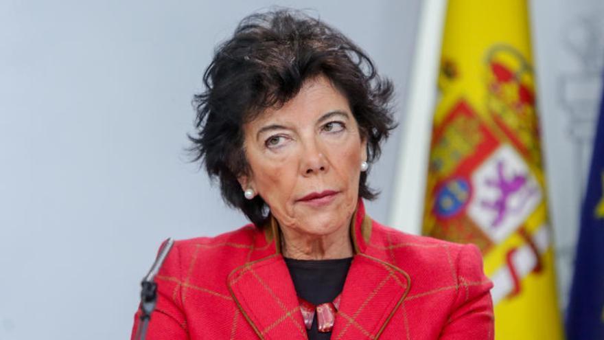 Celaá da 24 horas a Murcia para retirar el veto parental antes de recurrir a la justicia