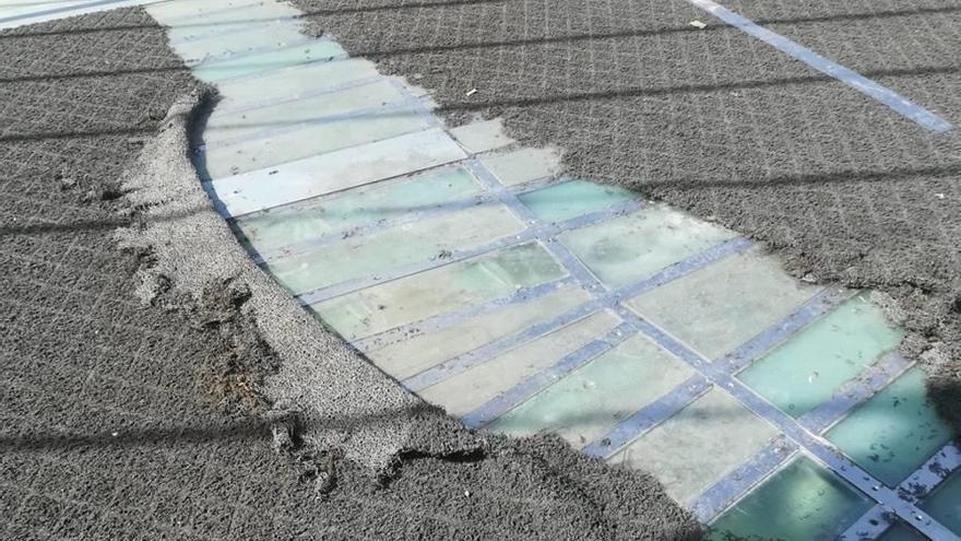 Cambiarán la moqueta de la 'pasarela Calatrava' para evitar nuevas caídas
