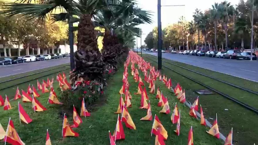 Murcia amanece con 56.000 banderas de España