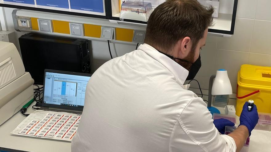 El Hospital de Antequera incorpora un nuevo equipamiento para acelerar la detección de Covid-19