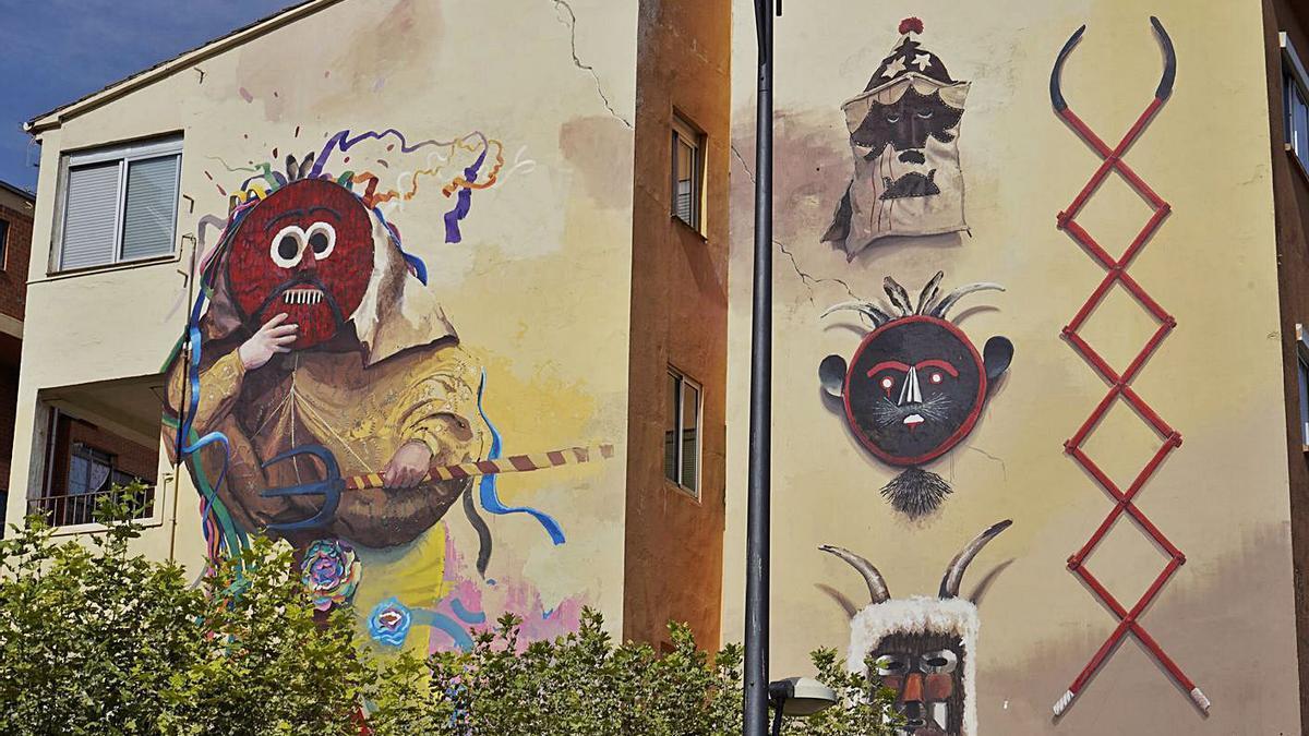 Mural tributo a las mascaradas de la provincia, en Cristo Rey. | José Luis Rodríguez