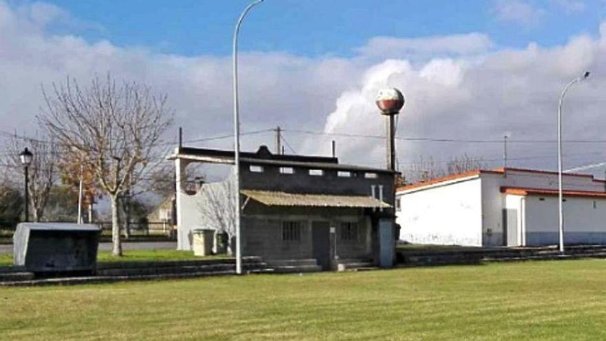 El Concello construirá nuevos vestuarios en el campo de fútbol de Santiago de Ois
