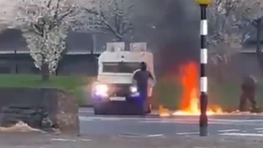 Tercera noche de disturbios en Irlanda del Norte