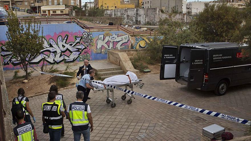 Juzgan a tres indigentes en Alicante por matar a otro cuando jugaban al dominó