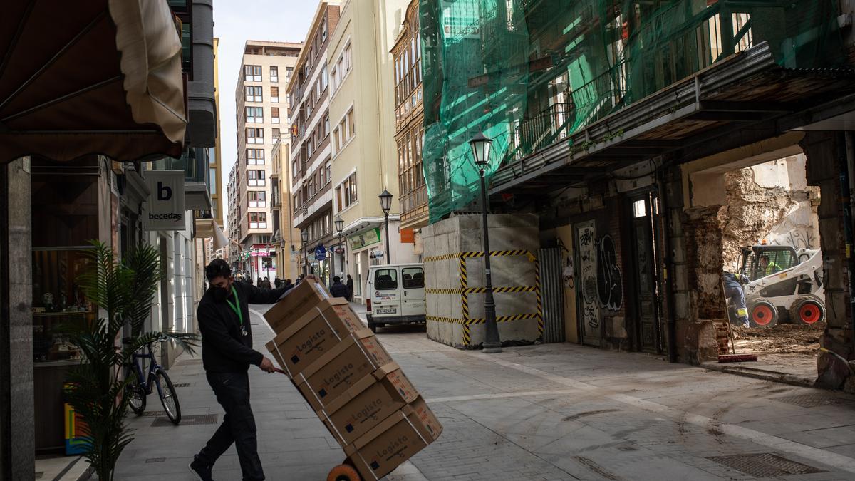 Trabajadores en la calle San Torcuato