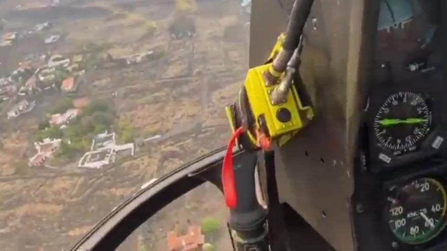 La Guardia civil sobrevuela la zona afectada por la lava en La Palma