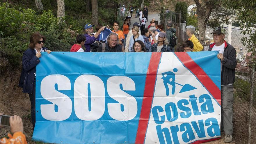 Tensió entre ecologistes de SOS Costa Brava i seguretat privada al camí de ronda de Can Juncadella