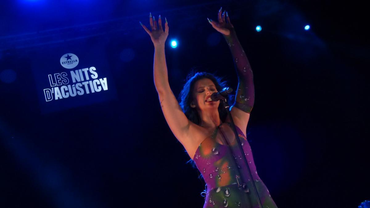 Espectacular concert de Nathy Peluso a Les Nits d'Acústica