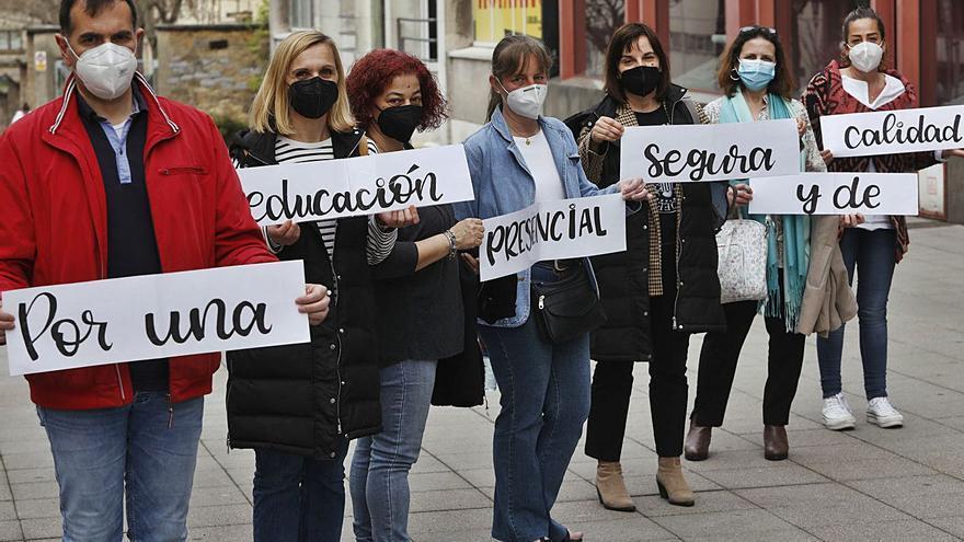 """Los padres, contra las aulas espejo: """"No pedimos una guardería, sino educación"""""""