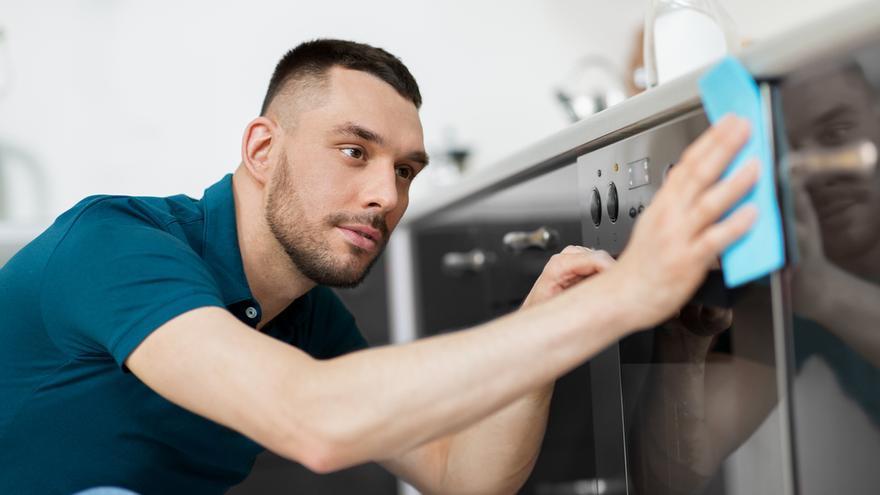 El producto estrella para limpiar la campana de la cocina y el horno en pocos minutos