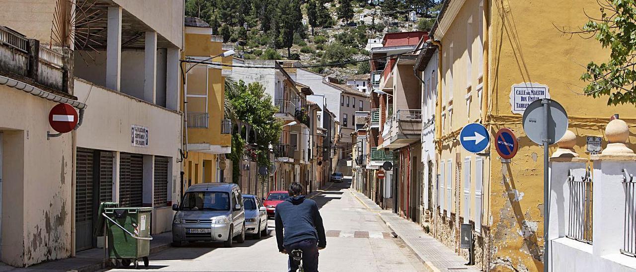 Una calle de Castelló de Rugat en una imagen de semanas atrás.  | PERALES IBORRA