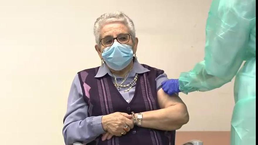 Comienzan a aplicarse las segundas dosis de la vacuna de Pfizer contra el coronavirus