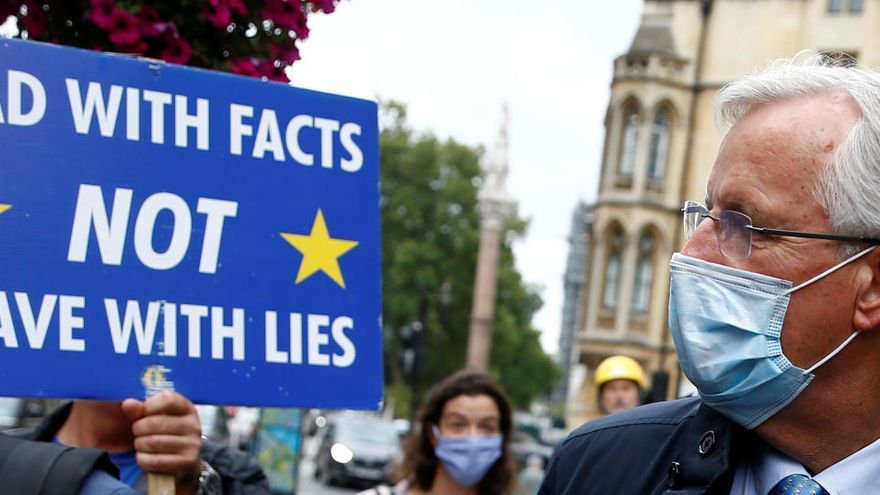 Bruselas apunta al arbitraje para el Brexit, pero esperará para actuar a final de mes