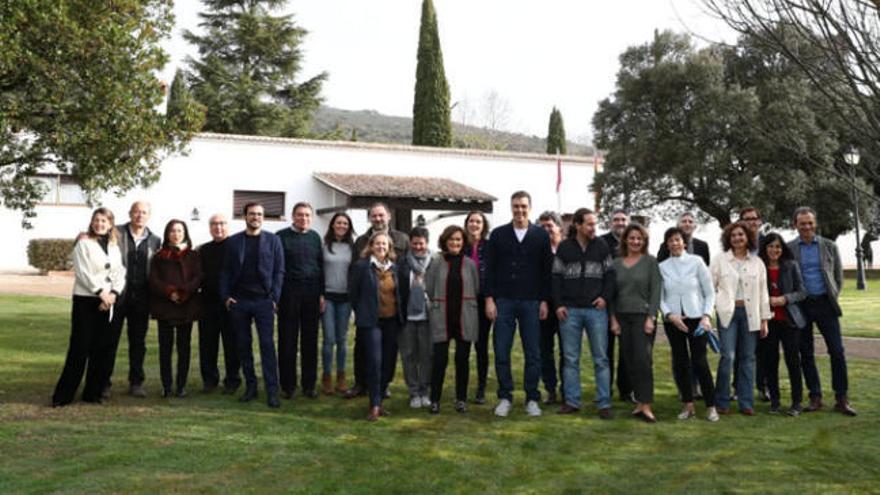 """Sánchez augura """"un tiempo de optimismo"""" en la jornada con sus ministros en Toledo"""
