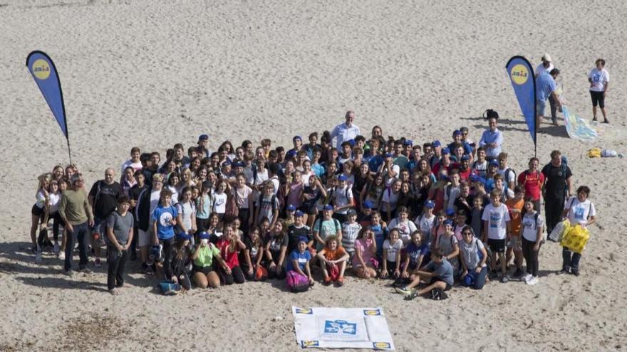Kampf dem Plastik: Lidl organisiert zweite Strandreinigung auf Mallorca