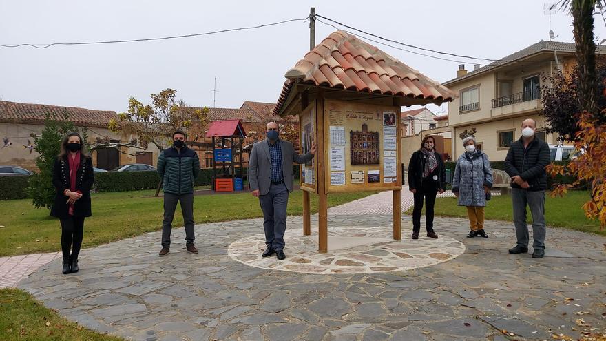 Castrogonzalo estrena un punto de información panelado de arte mural y patrimonio