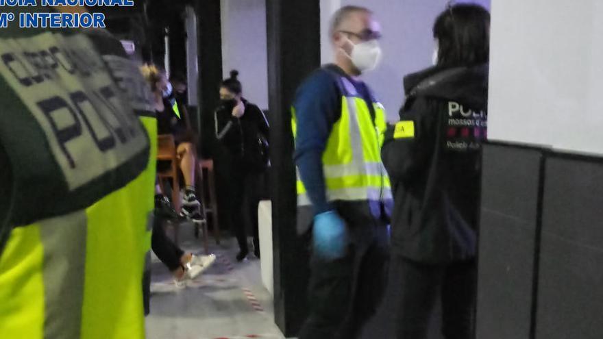 60 identificats al dispositiu al prostíbul de Capmany contra l'explotació sexual i l'incompliment de les restriccions