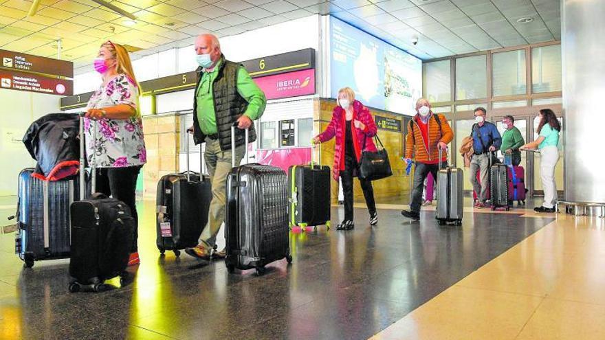 Las aerolíneas inflan su oferta para el verano de Canarias a la espera de una mejoría