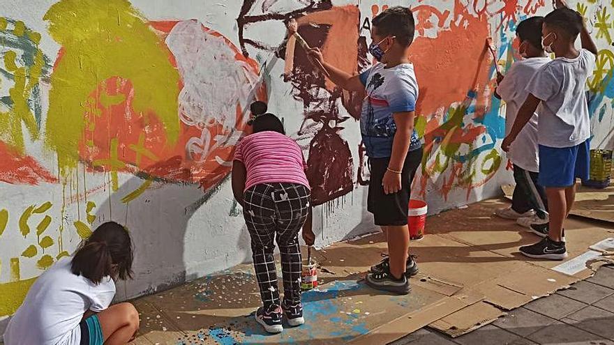 El alumnado del colegio Los Verodes, protagonista del nuevo mural 'Sumérgete'