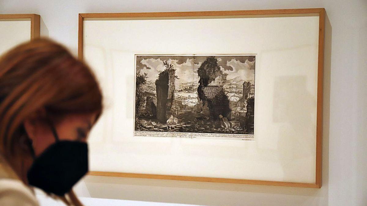Algunas de las piezas que componen la muestra «Estampas de un visionario».