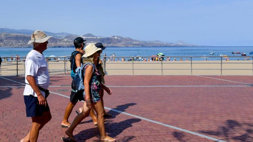 Turistas en Las Canteras