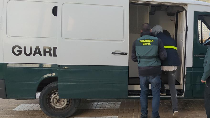 Detenido por atracar una gasolinera en Ibiza a punta de navaja