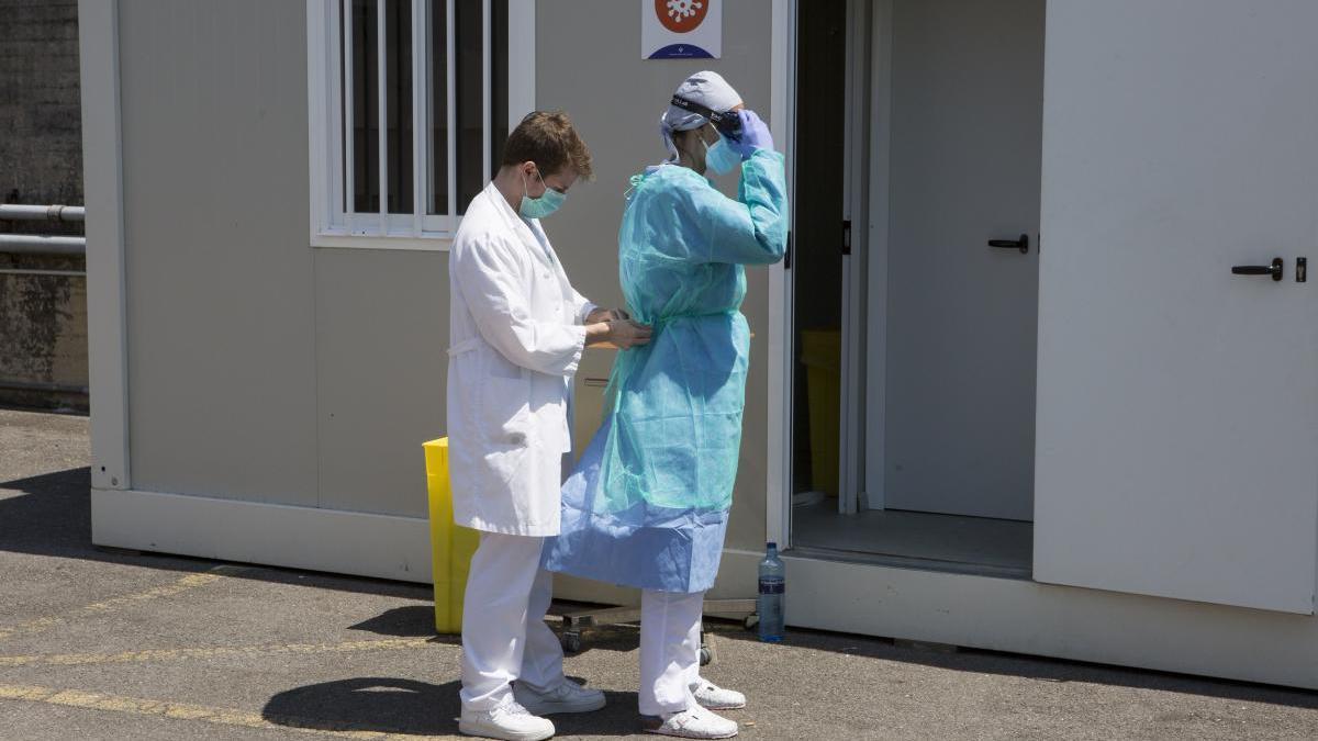 Blindan el Hospital Valle del Nalón al contraer coronavirus once pacientes ingresados