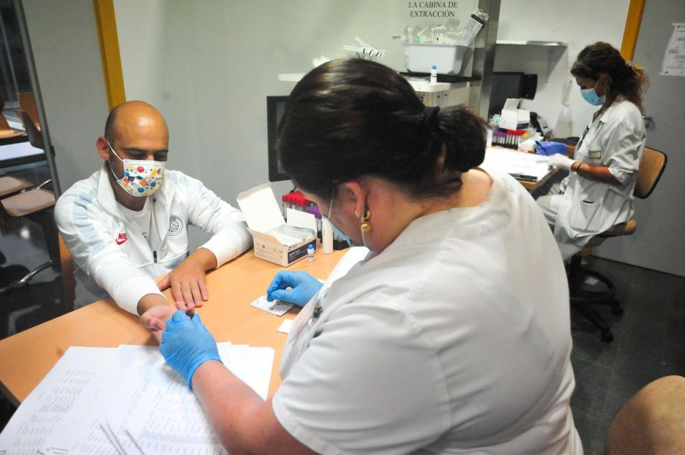 El Hospital do Salnés inicia los test a los docentes con 24 horas de retraso