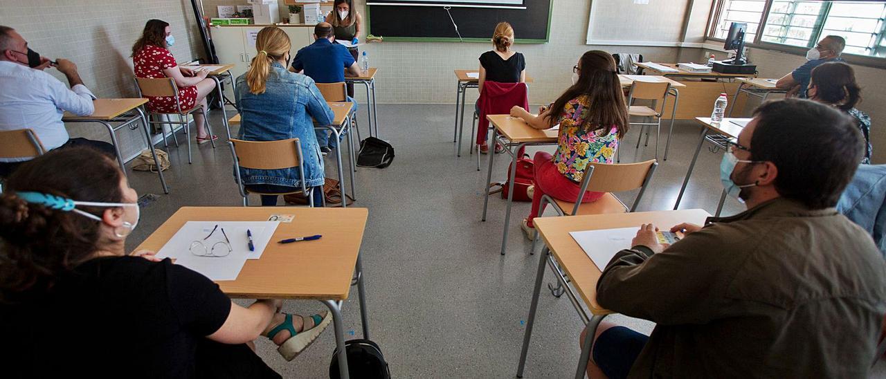 Exámenes de una oposición para maestro el pasado mayo en Alicante