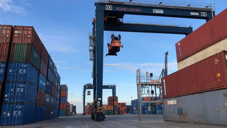 Alerta por la fuga de navieras a otros puertos ante la huelga en PortCastelló