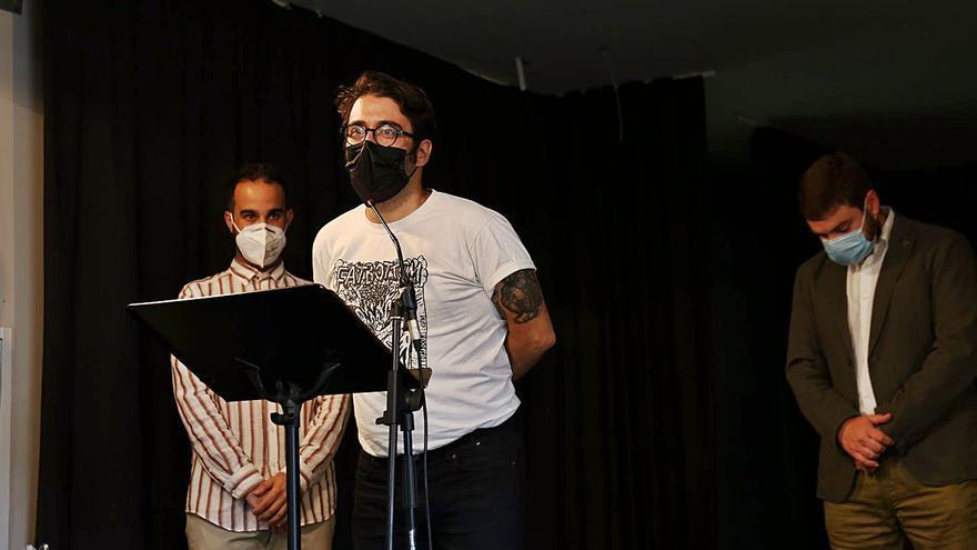 La Pobla de Farnals lliura  el Premi Internacional de Novel·la Gràfica a Elías Taño
