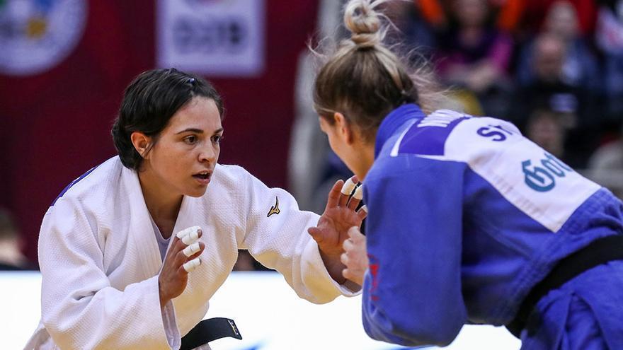Julia Figueroa pasa examen en el Mundial de Hungría