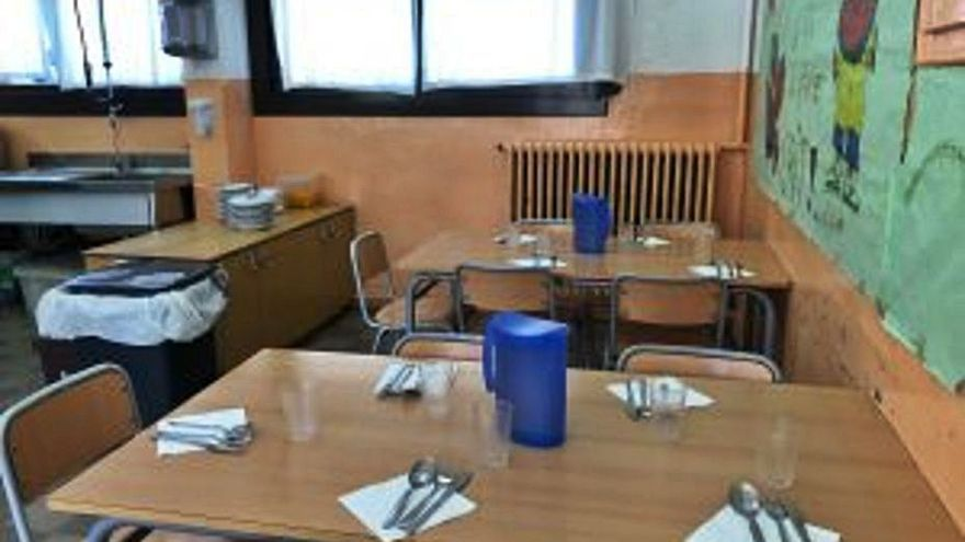 A concurs el servei de menjador de dues escoles