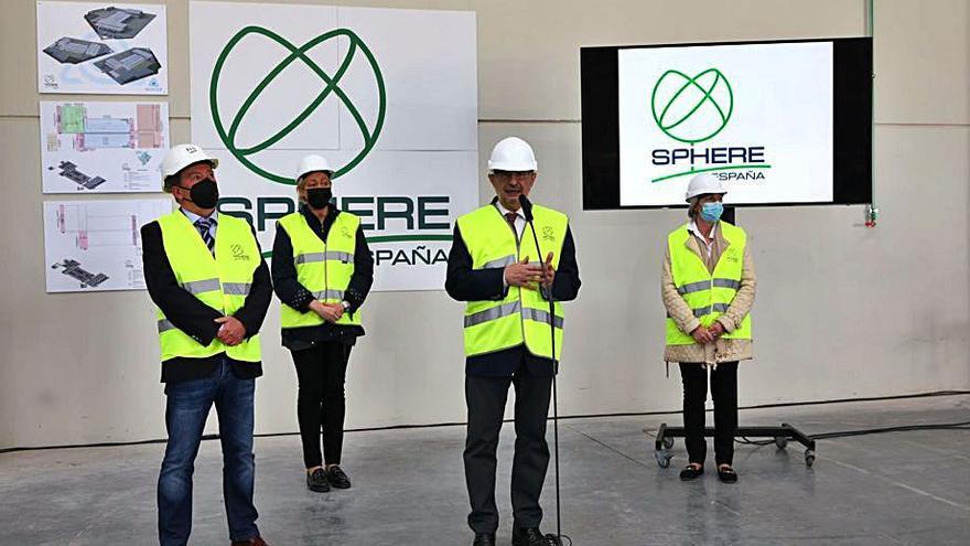 Lambán conoce la futura fábrica de Sphere España