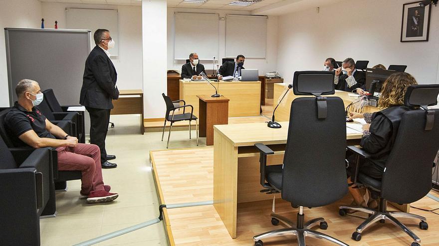 El test de una oposición lleva a juicio a un jefe municipal de Benidorm y a un policía