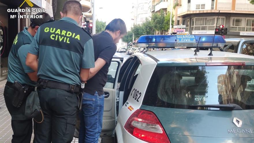Detenido en Alicante por insultar a la Guardia Civil en las redes sociales