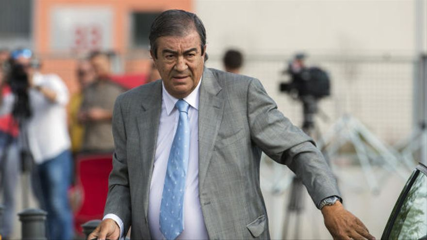 """Álvarez-Cascos: """"Jamás recibí ninguna llamada en relación con adjudicaciones"""""""