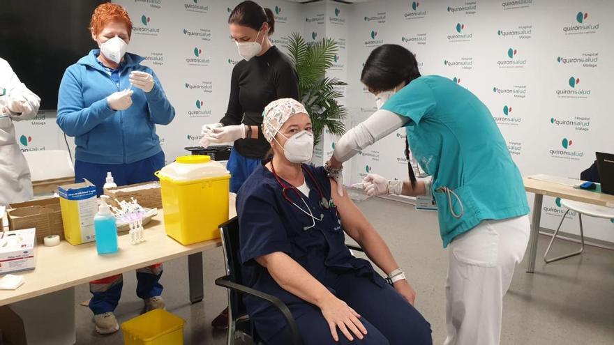 El Colegio de Médicos media para que lleguen más vacunas a Málaga