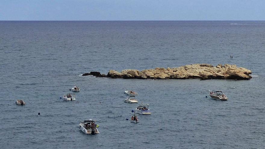L'Escala instal·la vint boies per evitar el fondeig amb àncora a la roca del Cargol