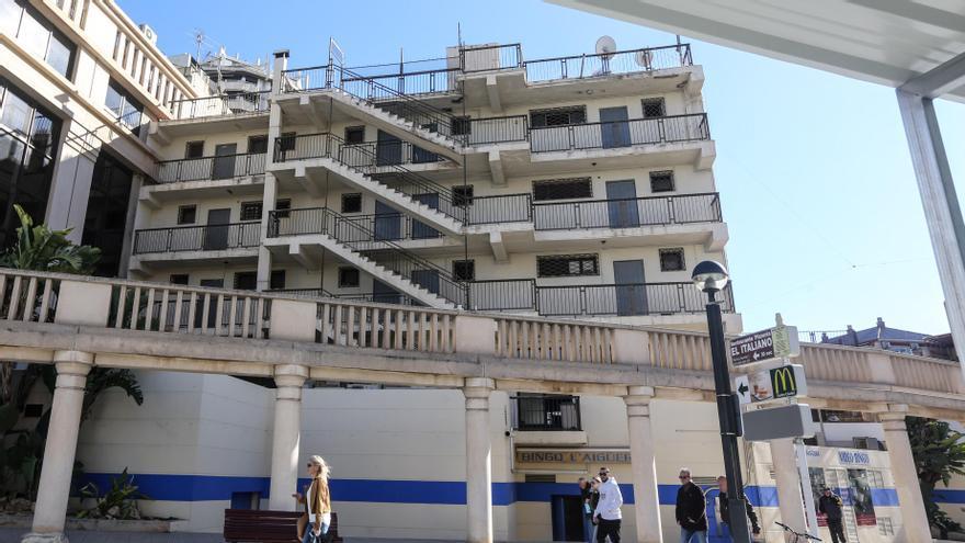 """Benidorm ultima un proyecto para reconvertir un edificio """"fantasma"""" en pleno centro urbano"""