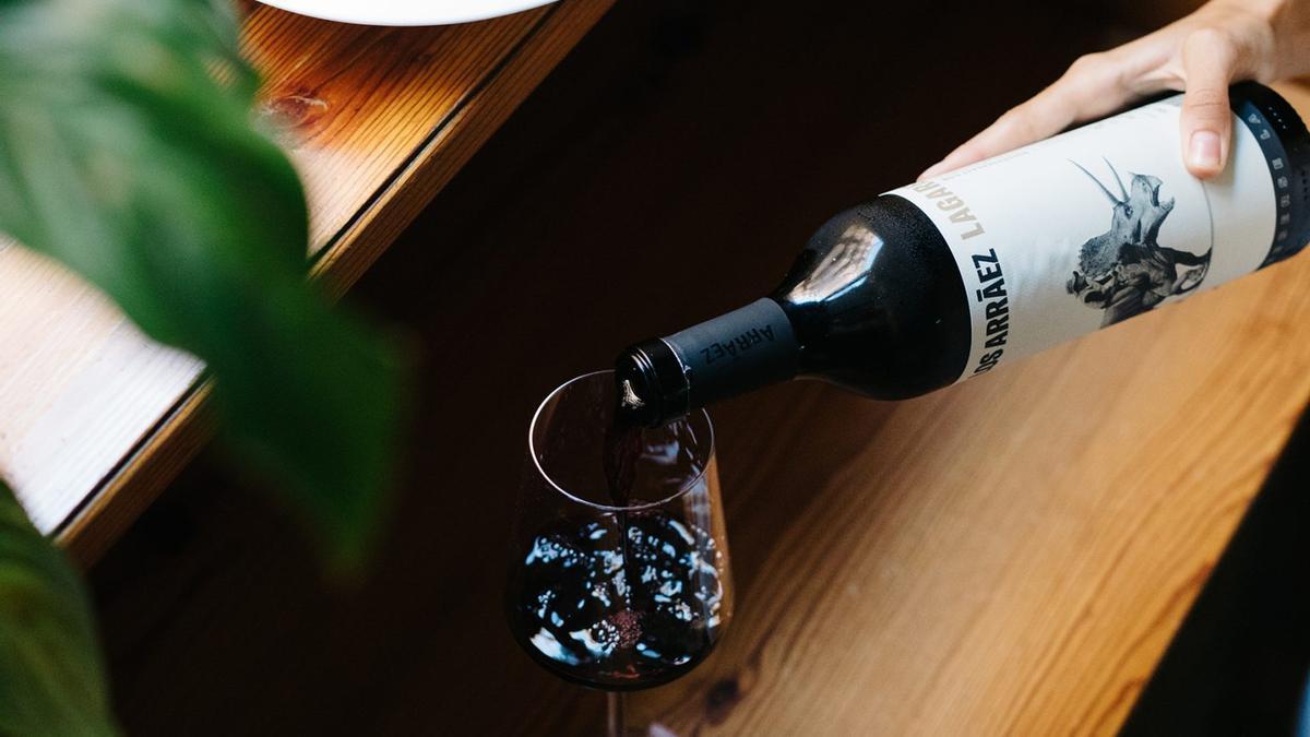 Bodegas Arráez defiende un vino de calidad muy canalla que se adapta a todos los paladares.
