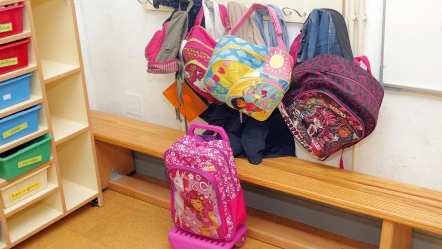 Menos casos de COVID y más aulas cerradas en los centros educativos de Galicia