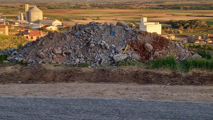 Ciudadanos Toro denuncia la acumulación de escombros de obra en El Carmen