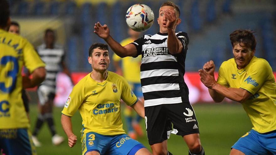 El FC Cartagena da un paso atrás en Las Palmas (2-0)