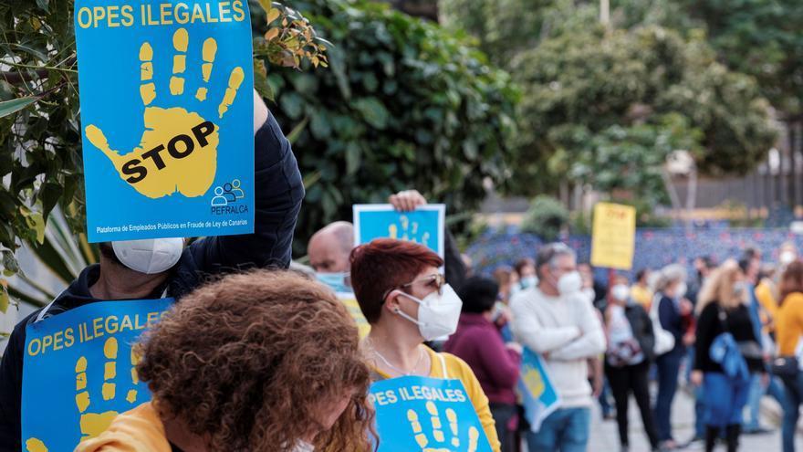 Los empleados públicos se manifiestan para exigir su continuidad