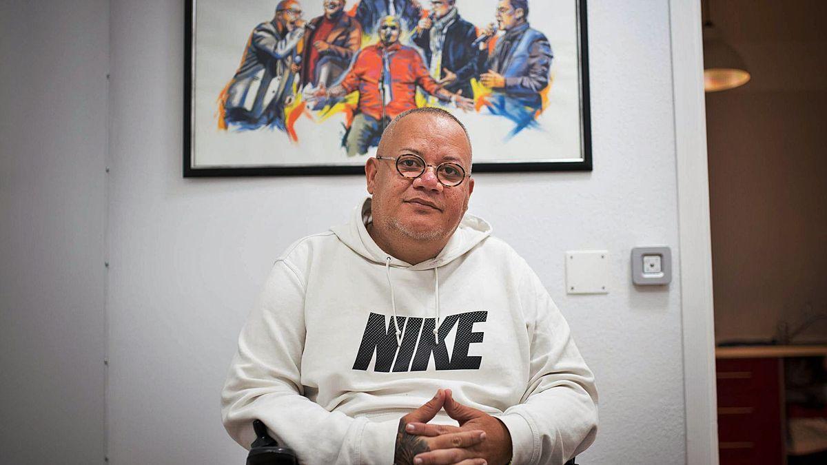 Moise González, in his home-studio in the Añaza neighborhood, in Santa Cruz de Tenerife.