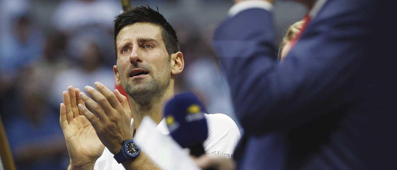 Djokovic no pudo evitar las lágrimas tras perder la final del US Open ante Medvedev.