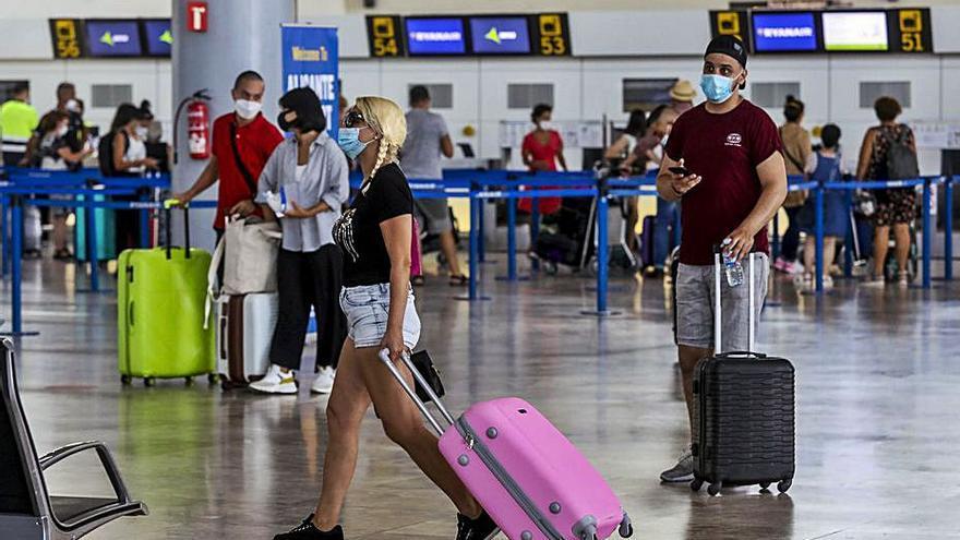 Turismo ya diseña con el Estado, Sanidad y empresas los corredores seguros
